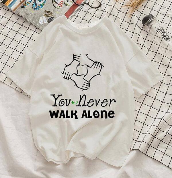 "Slogan áo lớp chuyên Sinh ""You never walk alone"""